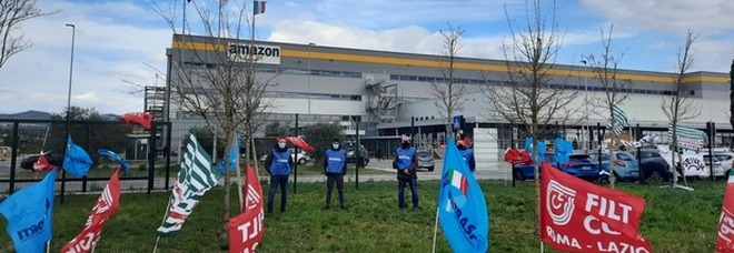 Il sit-in del mese scorso davanti Amazon