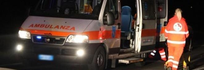 ferrara, schianto nella notte in autostrada: un morto e 11 feriti