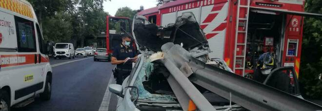 Incidente stradale a Ostia, si schianta contro il guard rail: grave un uomo
