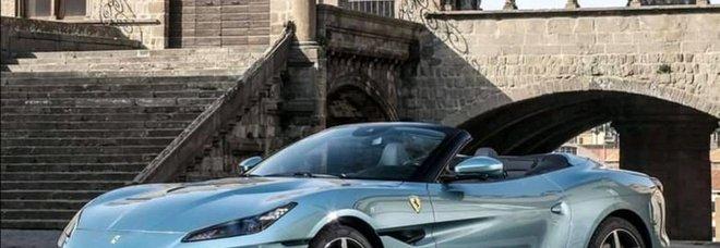 La spider Ferrari a palazzo dei Papi