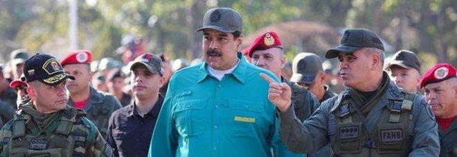 Venezuela, Maduro alle donne: «Fate sei figli ciascuna per il bene del paese». Bufera sui social