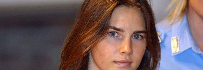 I giudici: «Amanda sferrò il colpo mortale alla gola di Meredith»