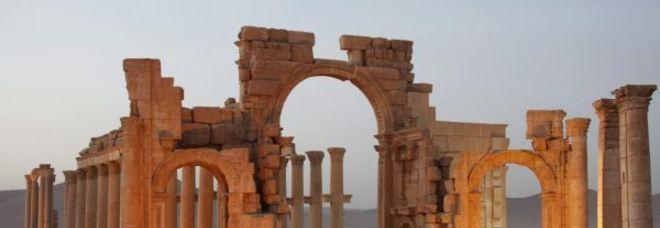 L'arco di trionfo distrutto dall'Isis a Palmira