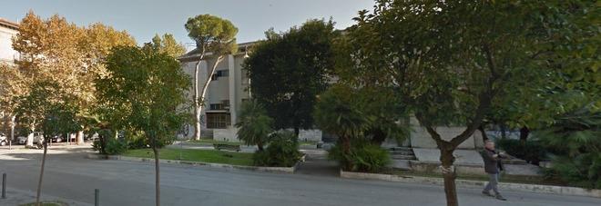 Pescara anziano ingerisce medicinali si taglia i polsi e for Scuola di moda pescara