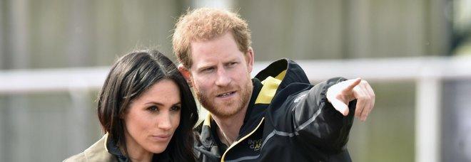 Harry e Meghan, addio a Buckingham Palace: chiuso il loro ufficio. «Non serviva più»