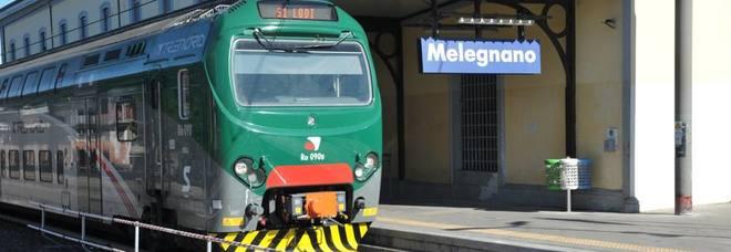 Muore a 23 anni sotto un treno regionale: traffico bloccato fra Saronno e Lodi