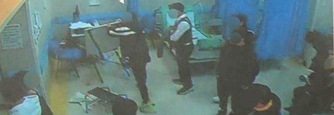 Quindicenne ucciso a Napoli, arrestati i nove uomini che devastarono l'ospedale dei Pellegrini