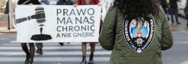 Polonia, donne in sciopero contro il divieto di aborto