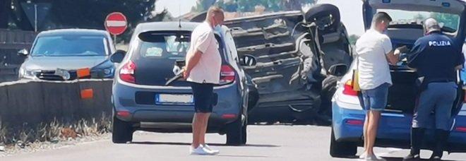 Incidente sulla Pontina al km 54, auto ribaltata e feriti: traffico in tilt verso Roma