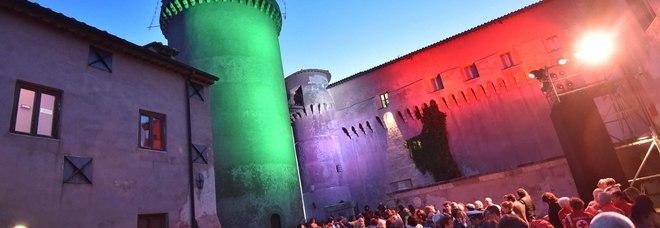 Una festa notturna al Castello di Santa Severa: domani protagonisti saranno gli Aristogatti del maniero