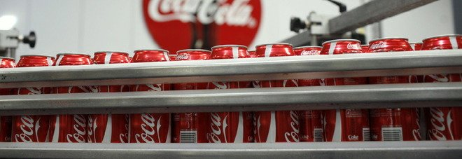 Coca-Cola rompe la tradizione, arriva la prima bevanda alcolica