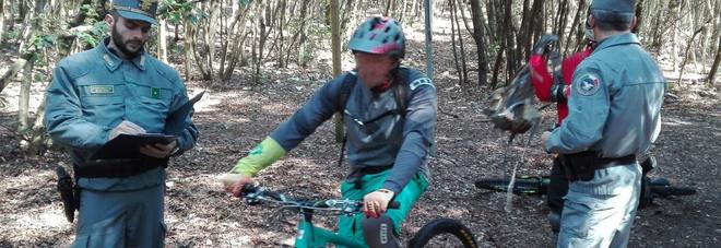 Downhill, ciclisti a precipizio sul Conero: scattano dieci denunce