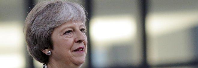 May: basta europei che vengono nel Regno Unito a cercare lavoro. Brexit, botta e risposta con Trump
