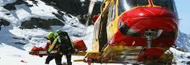 Muore a 20 anni travolto da una valanga mentre attraversa in motoslitta le montagne del passo del Mortirolo