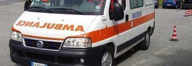 Giallo a Vercelli, uomo trovato morto in casa: il corpo in una pozza di sangue