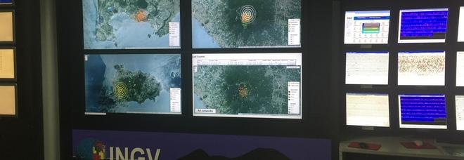 Terremoto a Napoli: due scosse, gente in strada