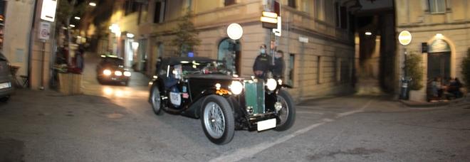 La Mille Miglia in piazza Vittorio Emanuele II (foto Alessio DE marco)