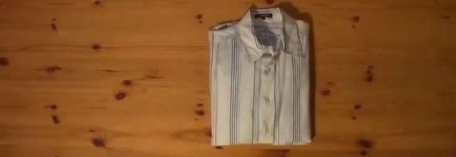Come Piegare Una Camicia Stirata.Come Piegare Una Camicia In Meno Di Due Secondi