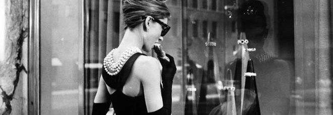Il Petite robe noire compie 86 anni. Indossare un tubino è pura femminilità
