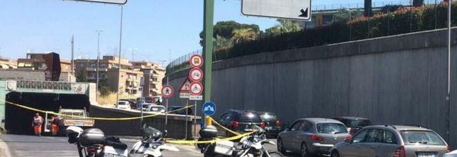 Roma, tombini e asfalto dissestati: riaperta dopo 2 ore la galleria Giovanni XXIII