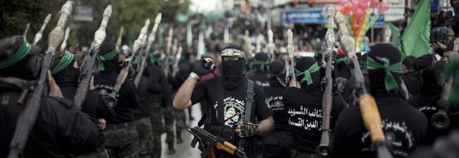Sfilate dei combattenti di Hamas