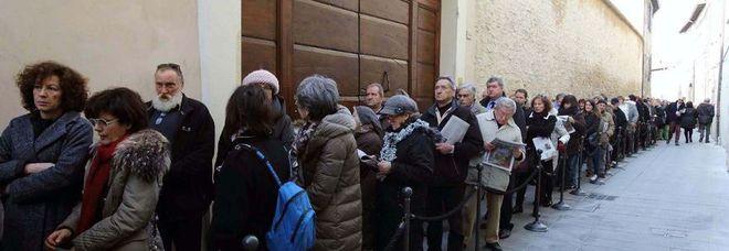 Foligno, cinquecento persone all'ora per la porta del paradiso di Raffaello