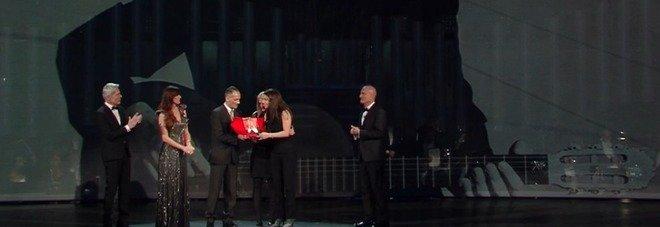 Sanremo 2019, il premio dedicato alla memoria di Pino Daniele. Baglioni: «Veniamo dal mare. Lo seguiremo nelle acque più belle»