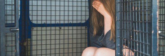 In Argentina scoppia il caso delle schiave del sesso, 20mila donne nei bordelli costrette a prostituirsi