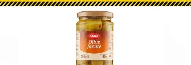 Solfiti non dichiarati in etichetta: richiamate confezioni di olive farcite Coop