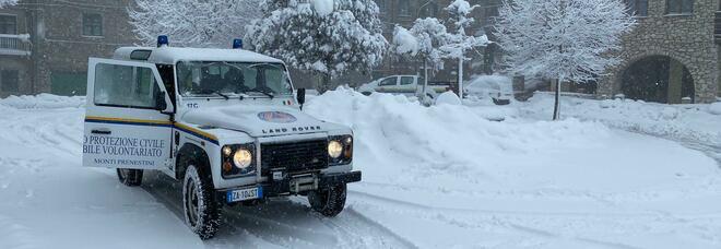 Maltempo, neve alle porte di Roma: strade imbiancate nei Paesi dei Monti Prenestini