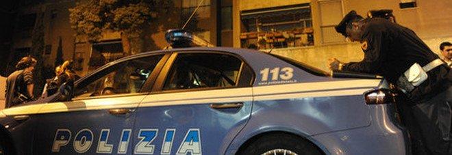 Roma, anziano legato al letto e picchiato per 120 euro: 3 rapinatori in fuga