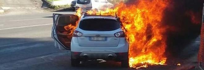 L'auto andata a fuoco a Marino