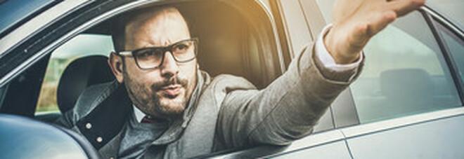 Catcalling, deputate inglesi premono sul governo per pene severe alle molestie verbali in auto