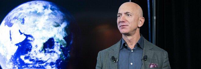 Jeff Bezos lascia la guida di Amazon: il video che spiega tutta la storia