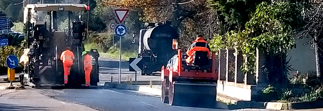 Pomezia, investito dall'autospazzatrice del collega: muore operaio di 55 anni