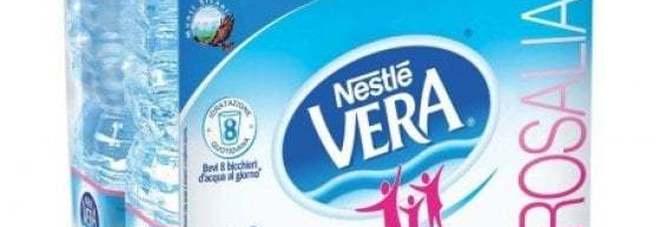 Possibile rischio batterico, richiamato un lotto di Acqua Nestlé Vera