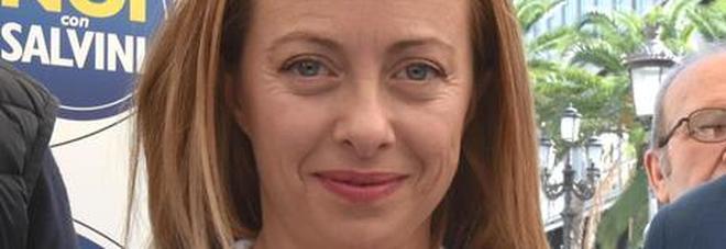 Giorgia Meloni, bufera per il commento di un esponente Pd sui social: «Ma vai a fare la casalinga»