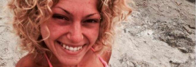 Genova, esce di strada con l'auto e finisce in una scarpata: muore 26enne