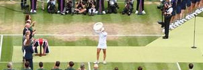 Wimbledon, nella finale femminile vince Barty: battuta in tre set Pliskova. Per lei è la prima vittoria sull'erba di Londra