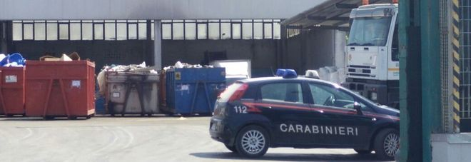 I carabinieri nel piazzale del Csa