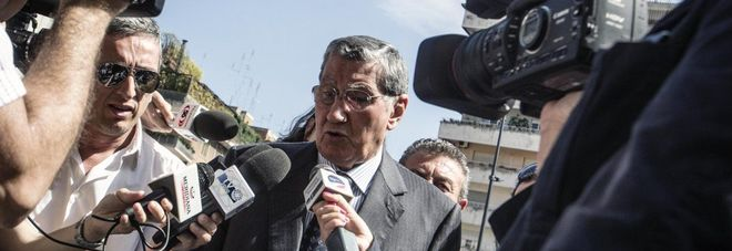 Nicola Mancino all'inizio di una udienza