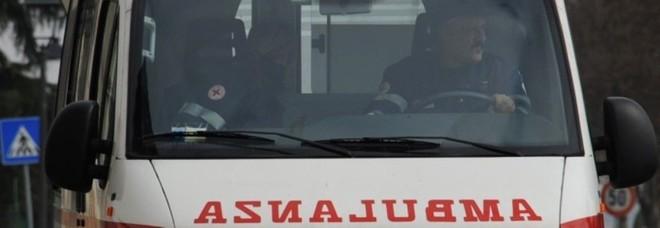 Gualdo, anziano investito davanti al centro commerciale: muore in ospedale
