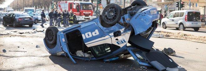 Torino, l auto dei giocatori della Juve primavera si schianta contro una volante