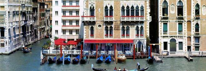 Venezia, turista cade dal quinto piano dell'Hotel Bauer e muore