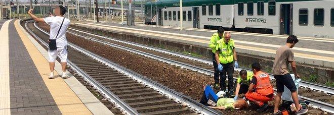 Piacenza, selfie con donna appena investita da treno: giovane bloccato