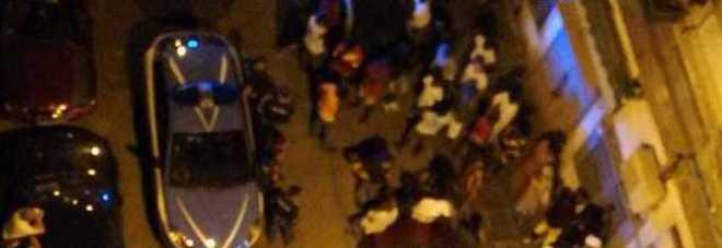 Spari in strada contro un ambulante: immigrato senegalese ferito a Napoli