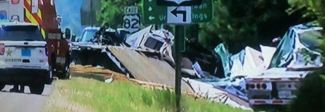 Nove bambini e un adulto morti in un tamponamento a catena causato da una tempesta in Alabama