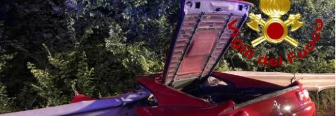 Pisa, incidente in Ferrari: uomo finisce fuori strada e muore sul colpo