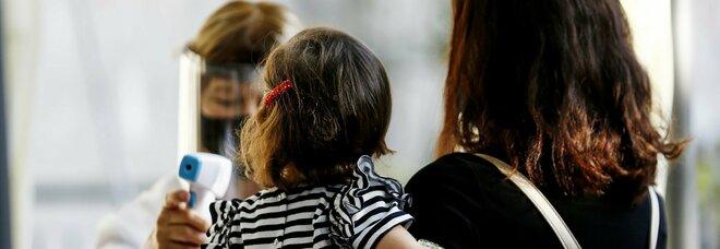 Covid a Mantova, bimbo di 4 anni positivo: in isolamento 13 compagni, 2 maestre e una bidella