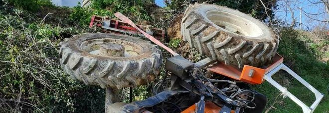 Palombara Sabina, si ribalta trattore: muore schiacciato a 58 anni